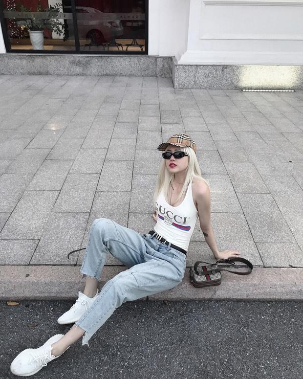 Nón Burberry, áo và túi của Gucci, Thiều Bảo Trâm thật biết cách để khiến mình trở nên ấn tượng.