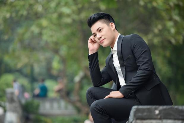 """Duy Cường trở thành ca sĩ khách mời tại cuộc thi """"Sinh viên thanh lịch ĐH Văn Hóa TP.HCM""""."""