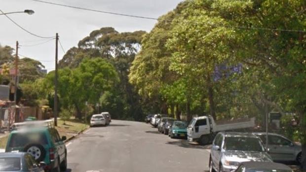 Đoạn đường nơi cảnh sát phát hiện ra ngôi nhà có giấu xác chết 1 năm.