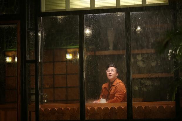 Mở màn tháng 6 của Vpop: Trung Quân không chỉ gọi mưa nữa mà còn có khả năng nhìn vào mưa