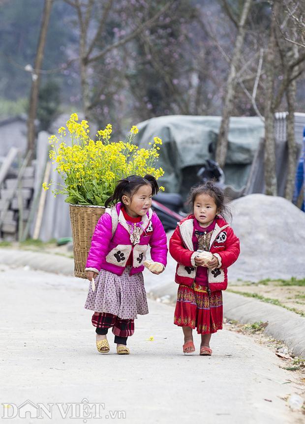 Khác với trẻ em miền xuôi, trẻ em miền núi luôn có nét hồn nhiên riêng. Hình ảnh chụp tại huyện Mèo Vạc, tỉnh Hà Giang.