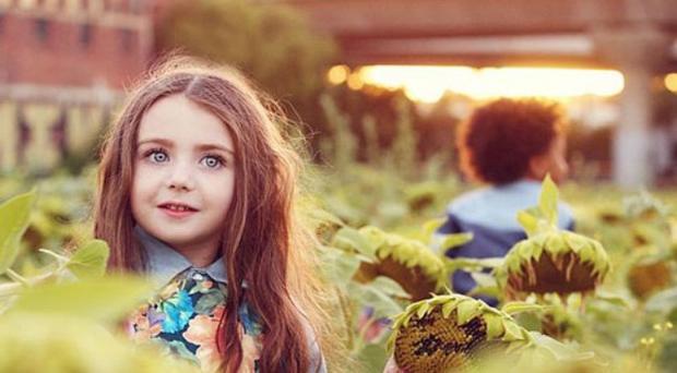 Dù tuổi đời chưa quá số ngón một bàn tay song Imogen đã phải đi lại như con thoi giữa các bang của Úc để chụp hình cho nhiều tạp chí cũng như trình diễn trong tuần lễ thời trang trẻ em diễn ra ở Melbourne.