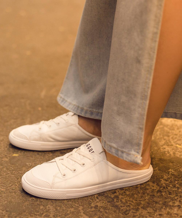 Đôi giày này với chất liệu vải mềm thoáng mát cực phù hợp với không khí hè.