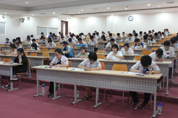 Thí sinh vừa thi kiểm tra năng lực tại trường ĐH Quốc tế (ĐH Quôc gia TPHCM)