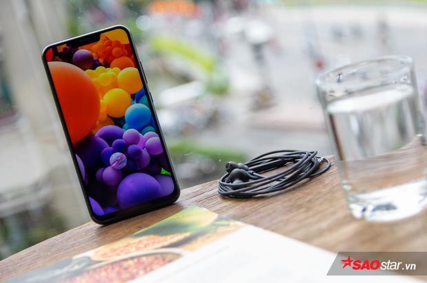 Màn hình ZenFone 5 hiển thị màu sắc trong trẻo và trung thực.