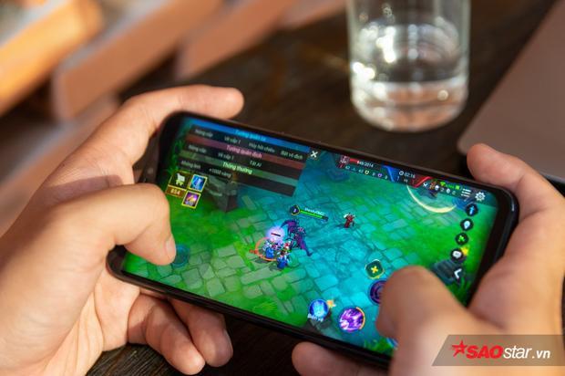 Một điểm cộng nhỏ là tai thỏ sẽ tự động được tắt đi khi bạn chơi game hay xem video YouTube full màn hình.
