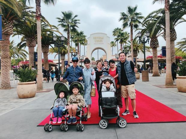 Gia đình Lý Hải hiện đang có chuyến nghỉ dưỡng tại Mỹ, mọi người có dịp thăm thú nhiều địa điểm nổi tiếng và nghỉ xả hơi sau thời gian làm việc vất vả.