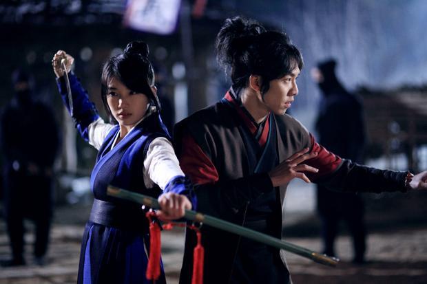 """Và """"Gu Family Book"""" có sự góp mặt của Lee Seung Gi và Bae Suzy."""