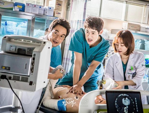"""""""People at Incheon Airport"""" được viết bởi biên kịch Kang Eun Kyung, người từng """"viết"""" nên sự thành công của các drama nổi tiếng như """"Romantic Doctor Kim""""."""