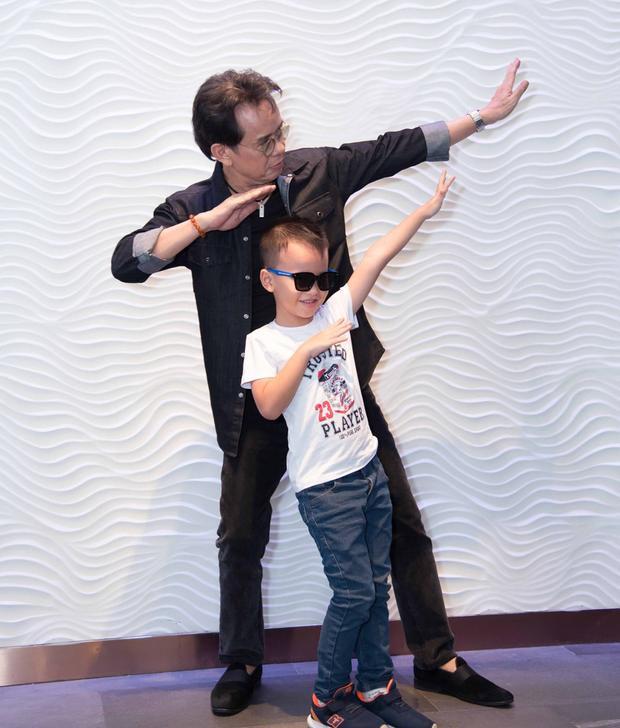 Con trai của nhạc sĩ lên 5, là cậu bé lém lỉnh.