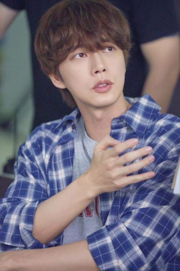 Chàng trai tốt bụng, có trái tim ấm áp Kang Il Hoon. Anh luôn tìm kiếm nguyên nhân cái chết của mẹ mình.