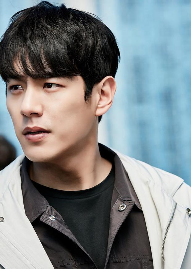 Kwak Si Yang sẽ đóng vai Choi Jin Soo, thủ lĩnh thông minh và lãnh đạo cấp cao của một đội cảnh sát.