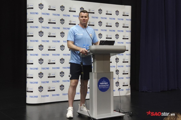 Cựu thủ thành CLB Manchester City, Shay Given, bất ngờ có mặt tại TP.HCM