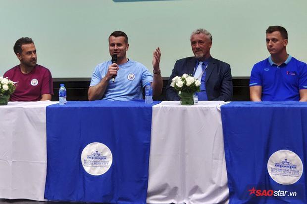 Shay Given chia sẻ về bóng đá Việt Nam.