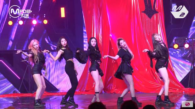 Lại có người cho rằng do KyulKyung được hát và đứng trung tâm quá nhiều. Vài tin đồn cho biết một vài đoạn hát từ các thành viên khác đã phải chuyển qua cho Kyulkyung.