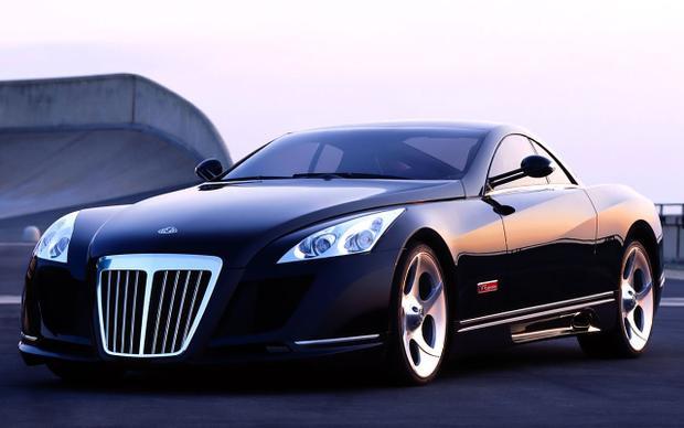 Maybach Exelero là mẫu xe siêu sang trọng, siêu nhanh và cũng siêu đắt đỏ của Mercedes-Benzxuất xưởng từ năm 2004. Tại Mỹ, giá của một chiếc Exelero hiện nay vào khoảng 10,1 triệu USD (khoảng 229 tỷ đồng), tương đương với mức GDP của một quốc đảo nhỏ. Maybach Exelero trang bị khối động cơ V12 BiTurbo sản sinh công suất 700 mã lực, mô men xoắn cực đại 1.020 Nm lần lượt tại 5.000 và 2.500 vòng/phút. Nhờ đó, chiếc xe có thể tăng tốc từ 0-100 km/h trong 4,4 giây và đạt vận tốc tối đa 351 km/h.