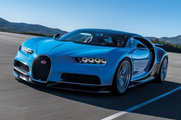Chỉ có 500 chiếc Bugatti Chiron được sản xuất và 1/3 số đó đã có chủ, giá khởi điểm cho mẫu siêu xe này là từ 2,9 triệu USD. Mẫu siêu xe này được trang bị động cơ 8.0L W16 quad-turbo cho công suất tối đa gần 1.500 mã lực và mô-men xoắn 1.600 Nm. Đặc biệt, Chiron có khả năng tăng tốc 0-100 km trong thời gian chưa đầy 2,5 giây và đạt tốc độ tối đa lên tới 420 km/h.