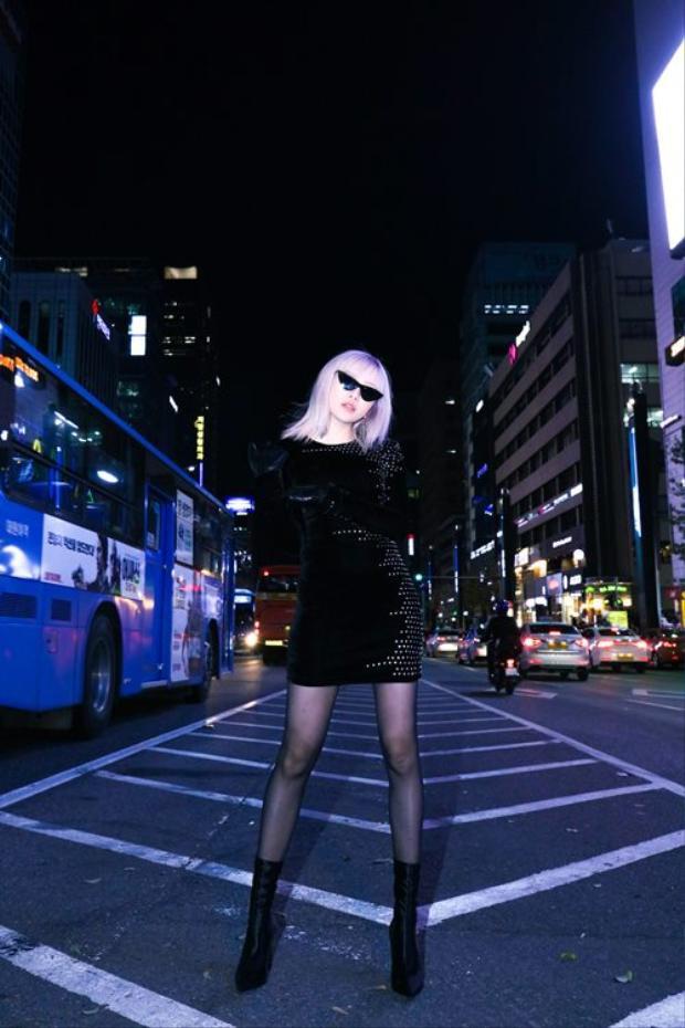 Mới đây, Thiều Bảo Trâm khiến fan hâm mộ thích thú khi khoe bộ ảnh street style được chụp tại nước ngoài.