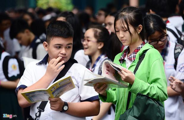Cuộc đua tranh suất vào lớp 10 công lập ở Sài Gòn trở nên gay gắt hơn khi sau kỳ thi này, hơn 22.000 thí sinh sẽ rớt trường công lập.