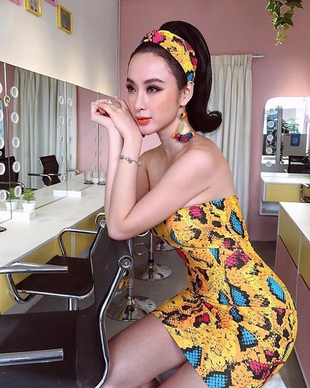"""Khác với Vũ Ngọc Anh và Tóc Tiên, Angela Phương Trinh cũng """"phải lòng"""" với những thiết kế họa tiết da trăn nổi bật."""