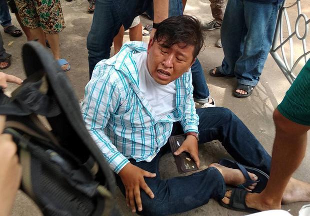 Tên cướp bị khống chế khi chạy vào công viên 23/9. Ảnh: Thanh Long.