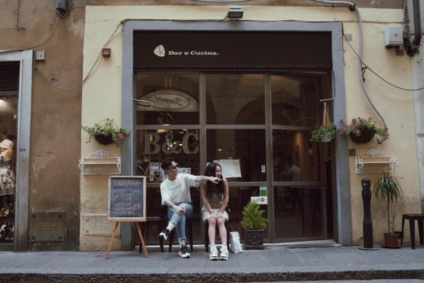Những bức hình tình tứ đáng mơ của cặp đôi Decao  Châu Bùi ở Ý