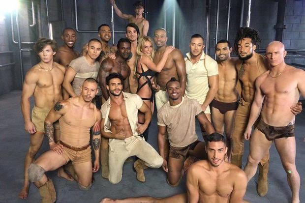 Nhá hàng cho MV mới: Britney Spears tiếp tục kéo dài danh sách dàn trai 6 múi ngon lành nhất Hollywood