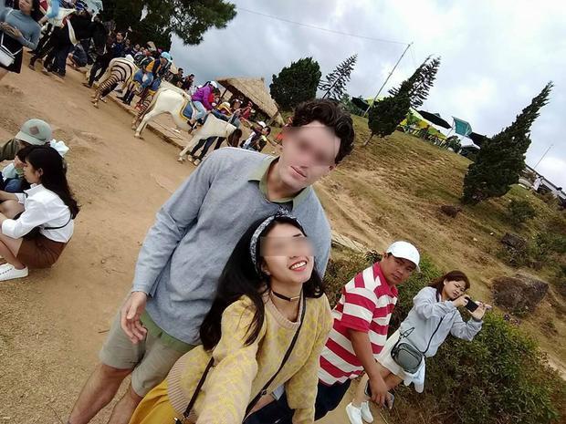 Cặp đôi đưa nhau đi du lịch ở khắp nơi. Ảnh: FBNV.
