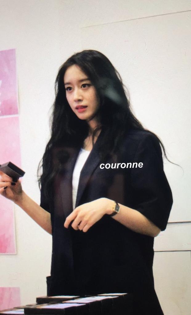 Bản thân Jiyeon cũng đã nhiều lần úp mở về chuyện sắp đến Việt Nam. Trước đó, cô nàng đi chỉ tiết lộ đây là một chuyến đi rất thú vị và bảo fan chờ. Đến hôm nay, phần quan trọng đã được Jiyeon tiết lộ.