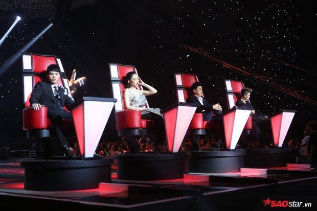 """4 chiếc """"ghế nóng quyền lực"""" của The Voice 2018."""