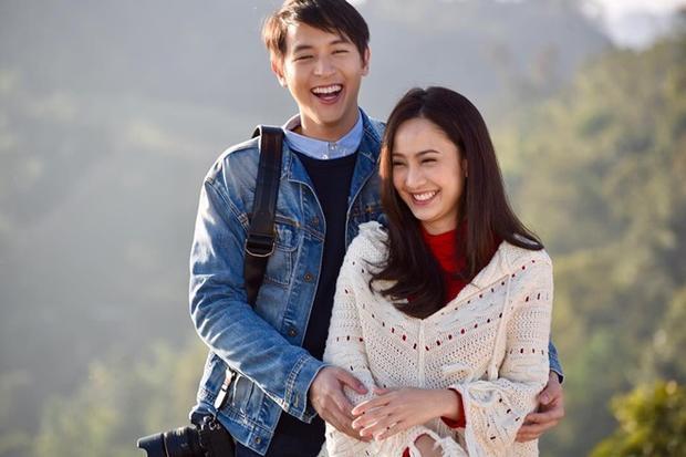 """Người ta nhắm mắt thấy mùa hè, """"mọt"""" phim Thái đây chưa kịp nhắm mắt đã thấy James Jirayu và Taew Natapohn."""