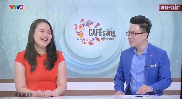 Nụ cười rạng rỡ của MC Hương Giang.