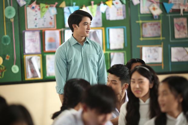 Thầy giáo Bảo (Tiến Vũ) là chàng trai nhọ nhất phim 'Em gái mưa'?