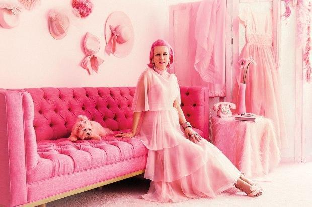 Ngôi nhà hồng củaKitten từng được các ngôi sao nổi tiếng nhưParis Hilton và Carmen Electra ghé thăm.Ảnh: Metro
