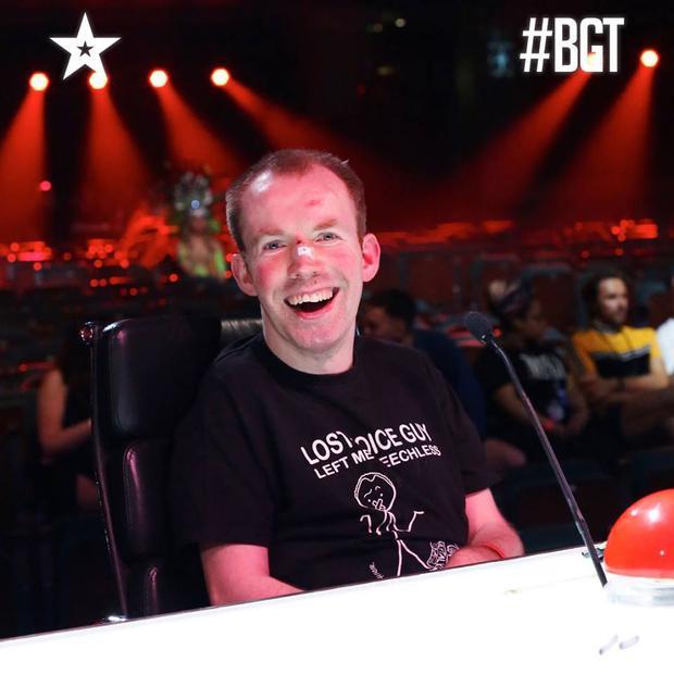 Quán quân Lost Voice Guy sẽ có được cơ hội trình diễn trước hoàng gia Anh.