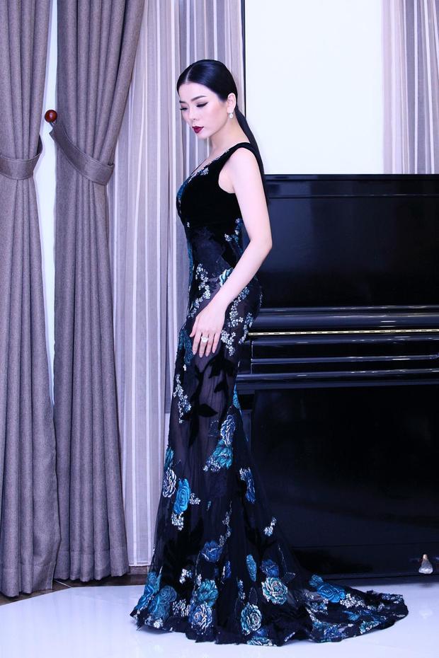 Mới đây, Lệ Quyên chọn một thiết kế mới của Hoàng Hải cho đêm nhạc riêng của mình. Vẻ quyến rũ, cuốn hút trong từng chuyển động của cô trong thiết kế này được khán giả yêu mến và đánh giá cao.
