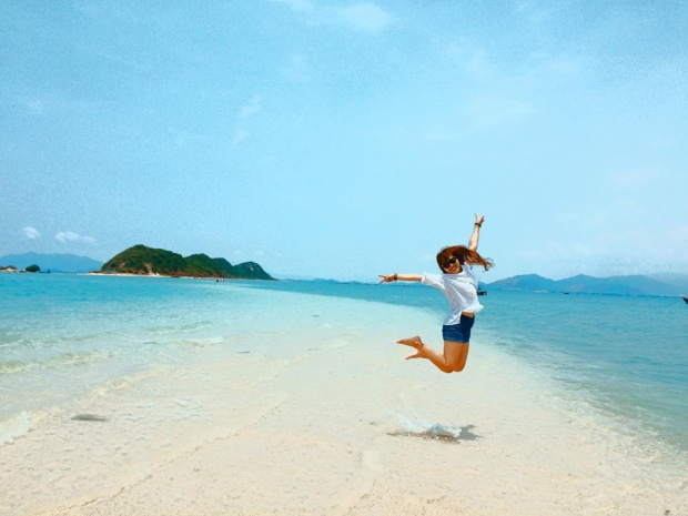 Con đường nằm dưới mực nước biển độc đáo, du khách có thể đi lại từ đảo này sang đảo khác ở Điệp Sơn.
