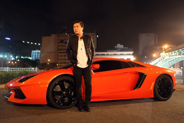 Anh còn sở hữu 1 chiếc Lamborghini Aventador LP700-4 có giá khoảng 25 tỷ đồng.
