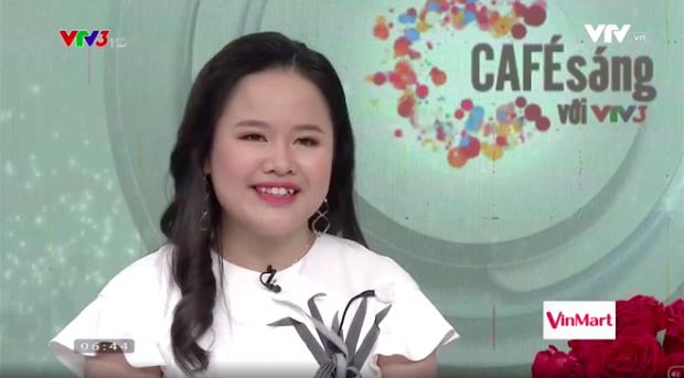 Hương Giang rạng rỡ trong vai trò MC.