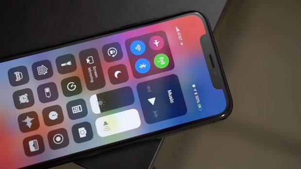 Các đường cắt đặc biệt trên màn hình iPhone thiết kế mới đang làm khó các nhà sản xuất màn hình LCD.