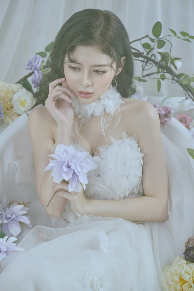 Liz Kim Cương (LIME) ra mắt sản phẩm solo kết hợp cùng tác giả Anh cứ đi đi