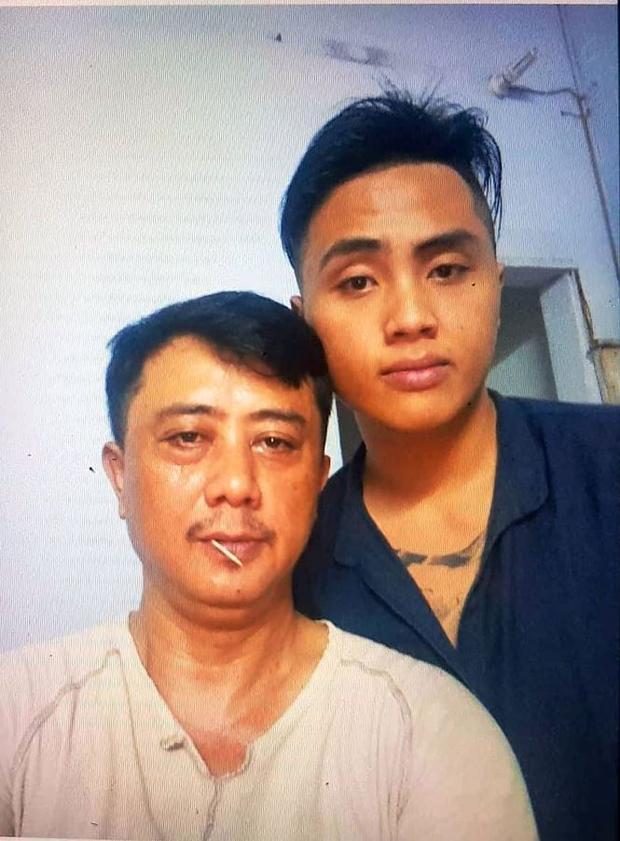 Trước khi đi chơi (chiều 3/6) anh Kiệt xin chụp chung tấm ảnh với bố.