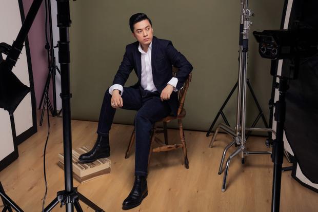 """Bên cạnh việc khoác """"những chiếc áo mới"""" lên loạt hit đình đám một thời, nam HLV Giọng hát Việt 2018 sẽ lần đầu kể về giai thoại của từng ca khúc."""