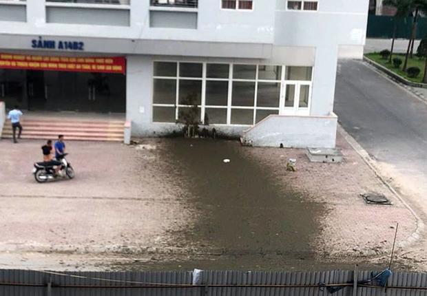 Vụ nổ xe bồn chở phân đã xảy ra tại tòa A14B2 khu đô thị Nam Trung Yên (Cầu Giấy, Hà Nội). Ảnh: H.Đ.