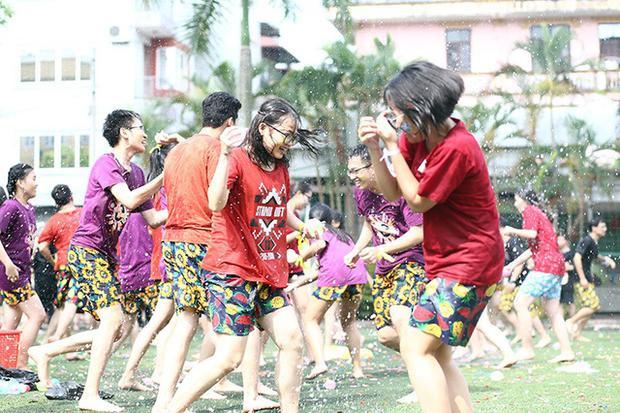 …quan trọng là teen cuối cấp THPT Yên Hòa đã có một buổi đầy năng lượng và cháy hết mình cùng nhau trong những năm tháng cuối cùng của tuổi học trò.
