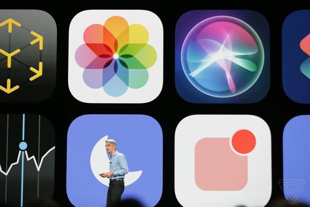 Phiên bản mới của iOS không có những thay đổi lớn về giao diện, thay vào đó tập trung vào cải thiện hiệu năng, độ ổn định và bổ sung thêm tính năng.