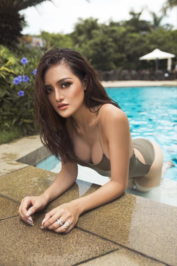 Diễn viên chuyên trị cảnh nóng Thùy Anh thả dáng cùng bikini khoe vòng 1 tự nhiên