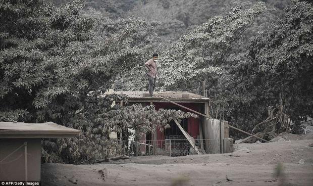 Nhung buc hinh am anh ve tham hoa nui lua o Guatemala khien 69 nguoi chet