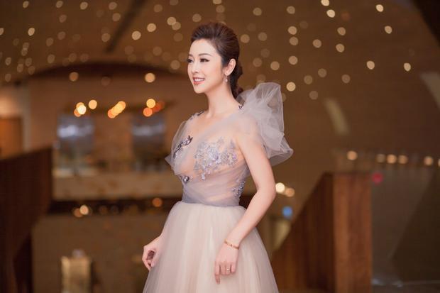 Vẻ đẹp quyến rũ của Jennifer Phạm không chỉ khiến cánh mày râu chao đảo mà ngay cả nữ giới nhìn thấy cũng có cảm tình.