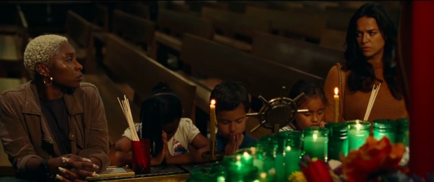 Phim còn lồng ghép nhiều thông điệp nhân văn về gia đình, tình yêu thương và đấu tranh vì công lý.